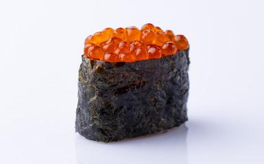 Суші-гункан з червоною ікрою