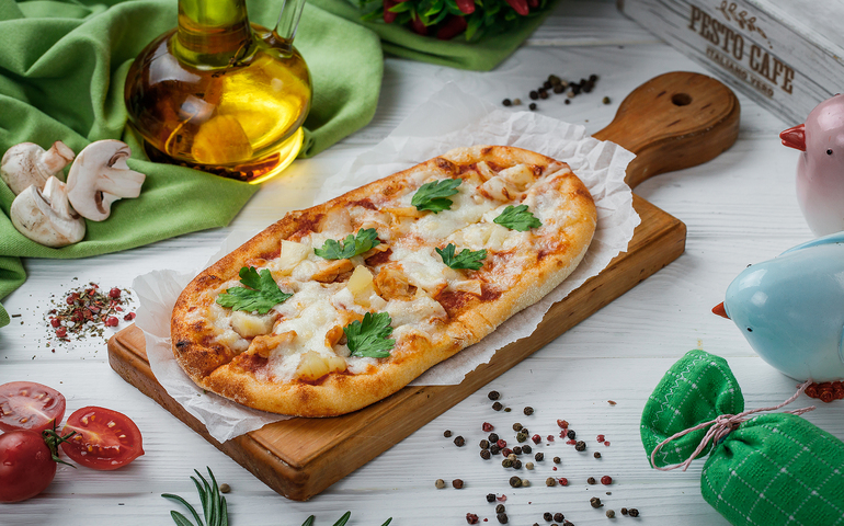 Solo піца з курятиною та ананасами – Pesto Cafe