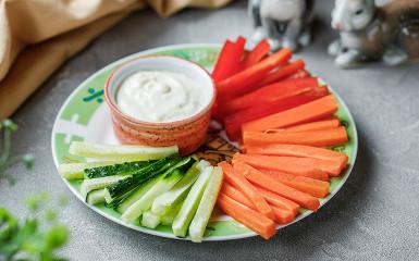 Овочі з сирним соусом
