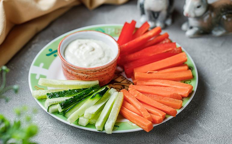 Овочі з сирним соусом – Pesto Cafe