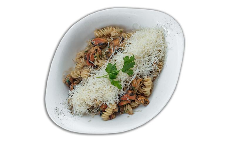 Паста з морепродуктами МІДІЯ ДЕЛЮКС L ( середня порція)  рекомендовано з фузілі  – Vapiano
