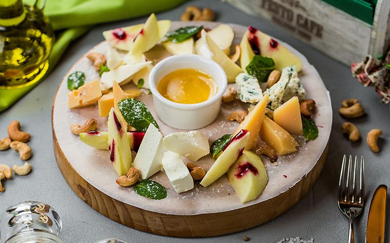 Антіпасті сирне  – Pesto Cafe