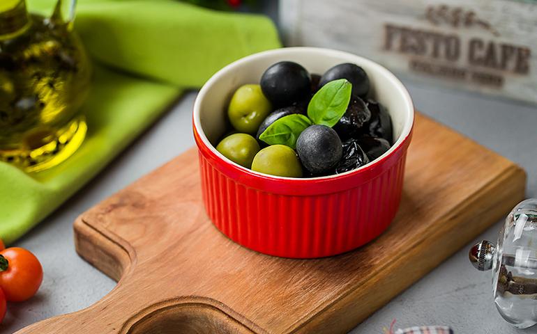 Три види оливок – Pesto Cafe