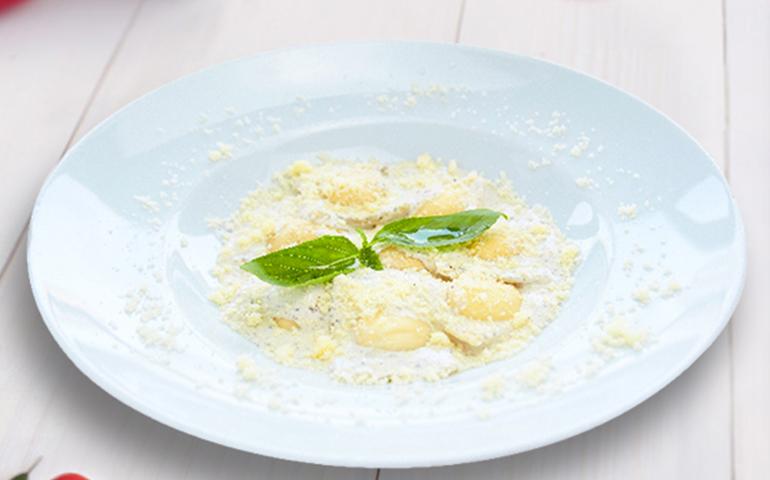 Равіолі з сиром Рікота та шпинатом – Pesto Cafe