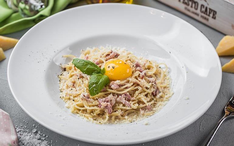 Спагеті з соусом Карбонара