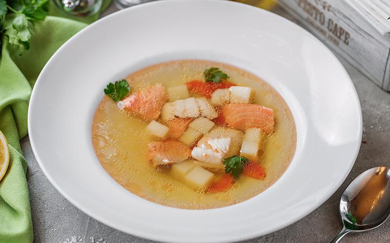 Суп з лососем та морським окунем – Pesto Cafe