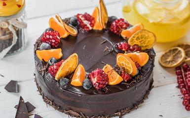 Торт  Шоколадно-абрикосовий